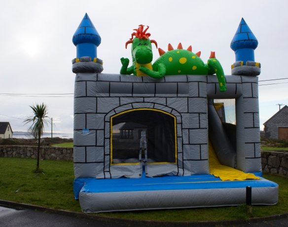 Dinosaur Combi Unit Size: 18ft x 15ft This eye catching Dinosaur themed combi unit includes a bouncing area and a slide to the side, both fully enclosed. Price: €120.00 Above price includes 10 free party bags and a catering table with chairs. To hire, call 0872374610