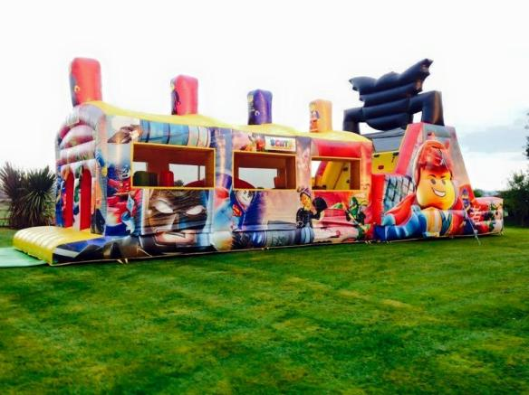 Giant Lego Obstacle Course Size: 52ft x 12ft Brand New for 2017! This digitally printed themed unit is one of the most impressive inflatables we have. A must for all Lego Movie fans. Price: From €160 Above price includes 10 free party bags. To hire, call 0872374610